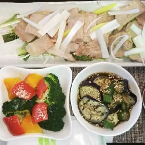 50代今日の【ユニクロ】コーデ ダイエットになりそうなタニタ食堂メニューのランチ。