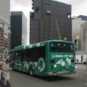 大阪シティバス 新型車両 と 半分工事中の阪神百貨店 ( ´θ`)