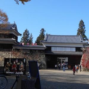 上田城跡公園の紅葉は最終章の本丸へ