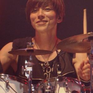 """山内""""masshoi""""優さん死去!アニサマバンドのドラマーが37歳で!経歴やドラムで参加したのは?"""