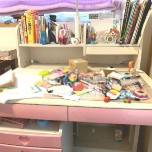 次女の机を片付けた。