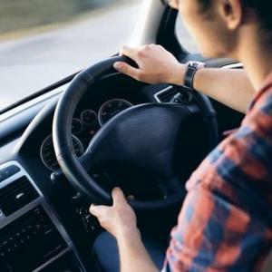 あおり運転など、道路上でのアグレッシブな行為の英語表現(2)