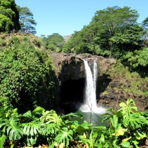 ハワイ☆虹が見られる滝