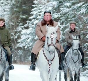 金正恩、白馬に乗って雪山へ 【韓国の反応】