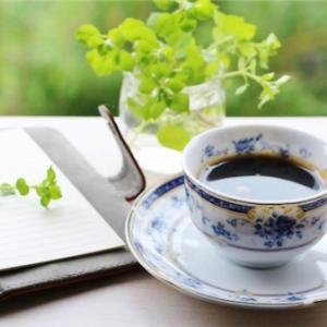 シンプルライフのお食事 朝ごはん その1 ヨーグルトとコーヒー (たまにパン)