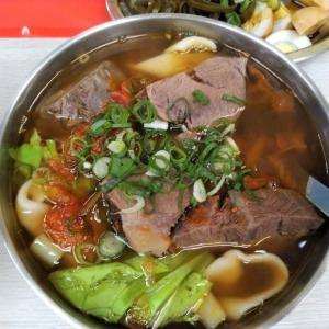 台北・剣潭駅 | 士林夜市近くのトマト牛肉麺がウマい店・王艇長酢醤麺
