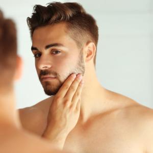 【男の肌の悩みを解決】メンズスキンケアは必要?正しいスキンケアの方法を解説!