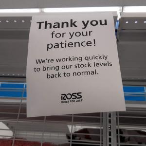 今になって商品棚が空っぽ?