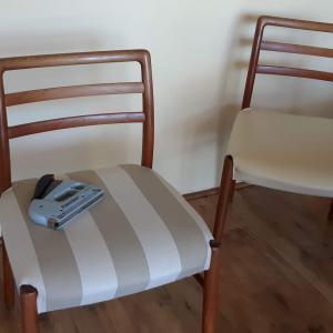椅子の貼り替えもこれが最後かな。