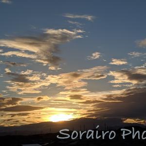 ぐずついた天気が回復、空が放つ夕方の透明感ある輝きに感動!