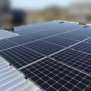 車庫屋根に太陽光パネルの設置をさせて頂きました