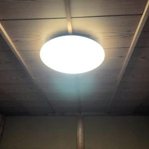和室の竿縁天井に直付けシーリングライトを取付ました