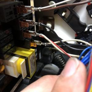 修理できるものは極力自店で修理しています