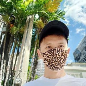 ヒョウ柄のマスク