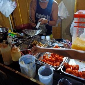 SMマニラの横でプゴを食べる
