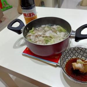 ポン酢でブタと白菜を食べる