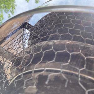 煙突トップに防鳥網を付ける