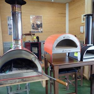 今度のピザ窯はプロパンガス仕様 ピザ窯3兄弟そろい踏み