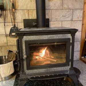 石製のストーブは慣らし焚きが必須