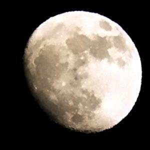 国際宇宙ステーションと今宵のお月さま