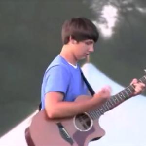 【ギター神業】15歳少年のアコギに人々が驚愕!