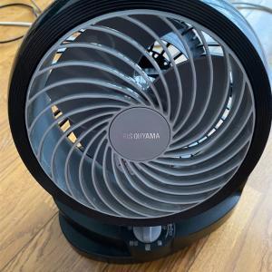 クーラーより、首振り扇風機で、体感温度を下げて、快適at home