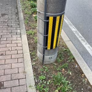 トラマークの電信柱、注意喚起の電信柱なのよね。阪神ファンの電信柱じゃないのよね~。