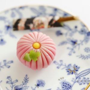 ドングリと菊で秋風味をねじ込む