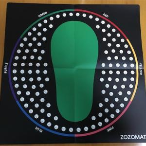 スマホで足のサイズが測れるZOZOMATを使ってみた。[5人まで計測できる。]