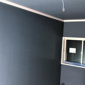 【工事進捗㉒】もう一方の子供部屋も壁紙を貼り終えました!