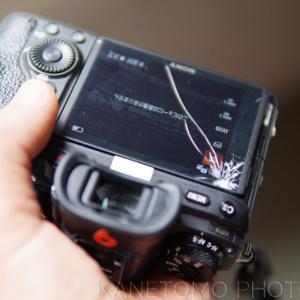 カメラの背面液晶が割れる