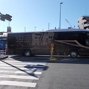 阪急交通社の高級ツアー専用バス「クリスタルクルーザー菫」&桜が満開