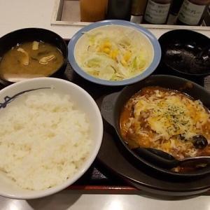 松屋のダブルチーズカチャトーラ定食&カントリーマアムmini魅惑のキャラメルプリン