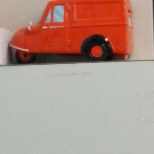 郵便局に飾ってあったミゼット郵便車型貯金箱