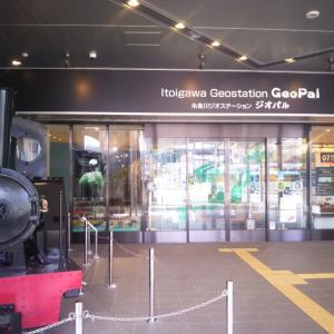 電車がいっぱいの糸魚川駅