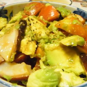 タコとアボカドとトマトの地中海風サラダ