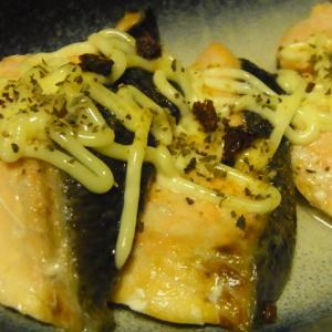 秋鮭バター焼きマヨネーズがけ