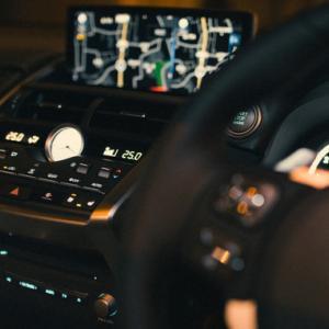 渋滞時や信号待ちで簡単にできる運転時の肩こり対処法
