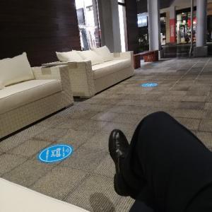 なに、屋外にこの高級ソファ?!南町田グランベリーパーク
