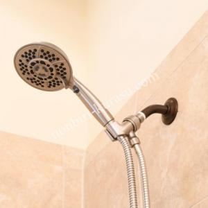 落下しても壊れない。犬も洗えるシャワーヘッド。