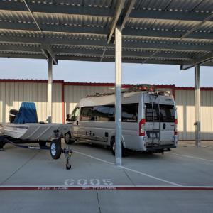 【アメリカキャンプ事情】キャンピングカーが置ける巨大駐車場