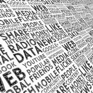 データサイエンティストとは何か、簡単にいうと多くの知識からデータを分析する人