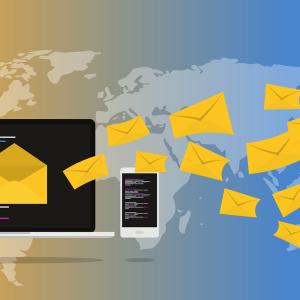 Webメールとは何か、簡単に言うと「Webサイトでメール送受信ができる」