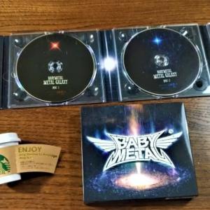 フライングゲット!突然送られてきた夢へのパスポート!BABYMETAL 「METAL GALAXY」発売日前に届いちゃったんですけど、半世紀生きてビックリドッキリ!それでBxMxCが最高なんですけど!てきな、てきな、てきな!?