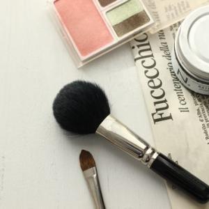 メイク用の鏡の条件と、長年愛用の化粧筆