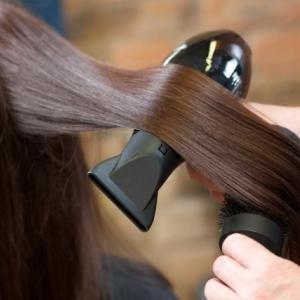 くせ毛さん必見!! 現役美容師がくせ毛を艶髪に近づける3つの方法をお伝えします