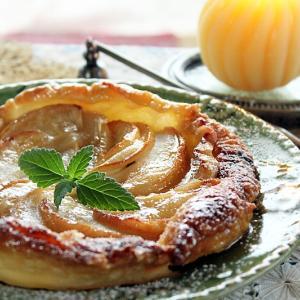 生リンゴと冷凍パイシートで簡単カラメルアップルパイ♪