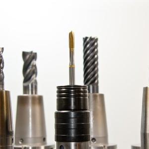 金属加工におけるタップ加工の種類とトラブルシューティング