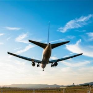旅行計画中で台風接近!予約済み飛行機のチケットは変更できる?手数料は?