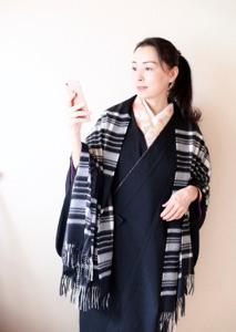 着物のストールは洋服と兼用のカシミヤ素材が軽くて暖かい